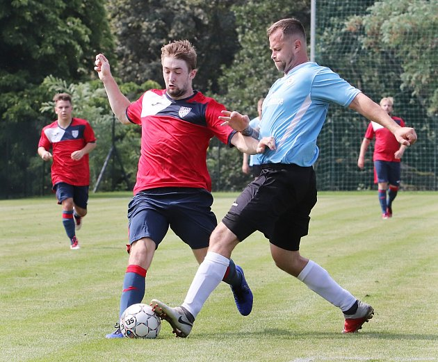 Vlastimil Novák (vpravo) patří do kádru FK Česká Kamenice.