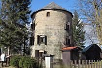 Větrný mlýn v Janově.