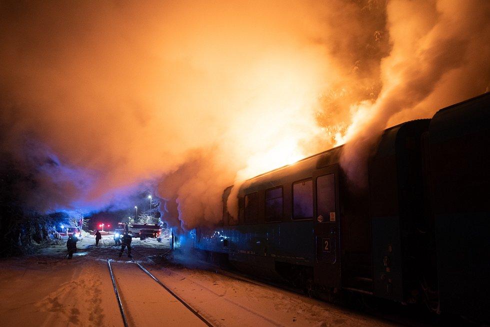 Požár vlaku v Chřibské.