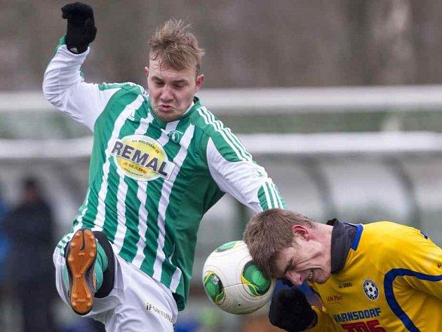 DĚLBA BODŮ. FK Varnsdorf (ve žlutém) remizoval s pražskými Klokany 1:1.