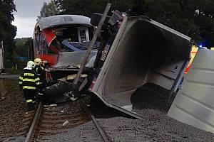 Ve Šluknově se srazil vlak s kamionem.