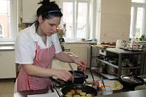 Své kuchařské umění předvedli družstva na Střední škole řemesel a služeb v Děčíně.