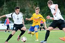 FOTBALISTÉ Varnsdorfu (ve žlutém) doma porazili Vlašim 1:0.