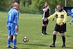 JASNÁ VÝHRA. Fotbalisté České Kamenice B (modrá) vyhráli 5:1 ve Františkově.