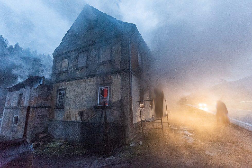 Požár domu v osadě Lesné.