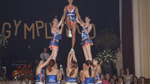 Roztleskávačky, které se zásadně podílely na vynikajících výsledcích DCH cheerleaders.