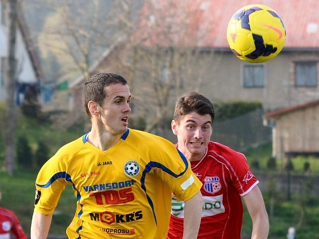 ROMAN MACH (ve žlutém) v nedělním utkání proti Ústí nad Labem.