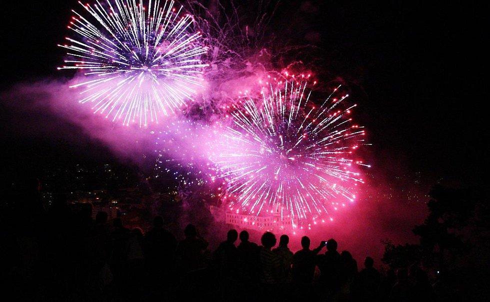 Městské slavnosti 2011 začaly průvodem a ohňostrojem.