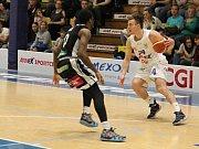 Basketbalové utkání mezi BK Armex Děčín a ČEZ Basketball Nymburk.