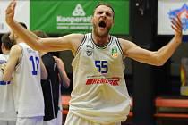 SÉRIE JE VYROVNÁNA! Děčínští basketbalisté (tmavé dresy) prohráli v Praze s USK 68:74.