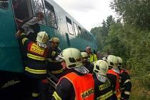 Zásah hasičů u vlaku, kterému unikal olej.
