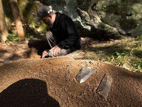 Archeologové našli deset tisíc let staré pazourky.