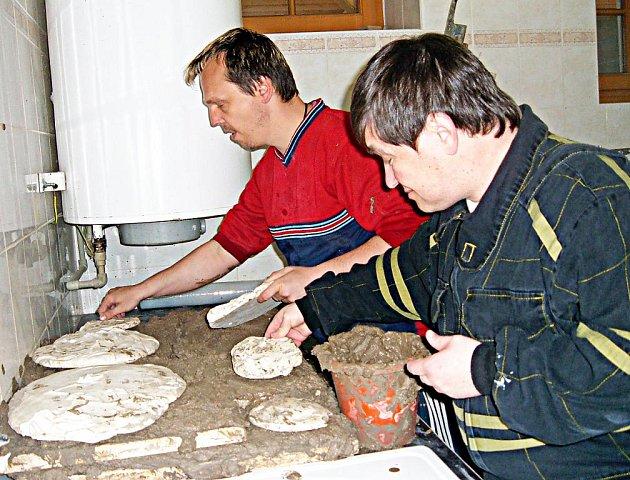 Aktivity chráněné dílny při děčínské Jurtě, která je poskytuje lidem se zdravotním postižením a lidem dlouhodobě žijícím v pobytových zařízeních, přinášejí první ovoce.