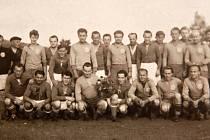 Historické foto fotbalistů z Chřibské.
