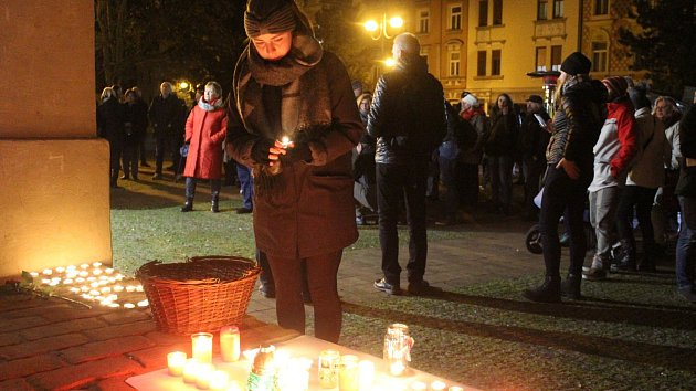 Akce proběhla již potřetí na státní svátek 17. listopadu v Křížové ulici v Děčíně.