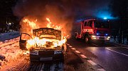 K požáru auta vyjeli hasiči v úterý odpoledne.