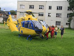 U nehody motorkáře v Děčíně na Starém Městě zasahovali záchranáři.