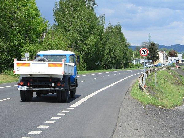Ve Vilsnici byla snížena rychlost z90 km/h na 70km/h.