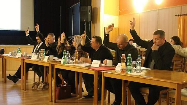 Zasedání zastupitelstva v Benešově nad Ploučnicí. Ilustrační foto.