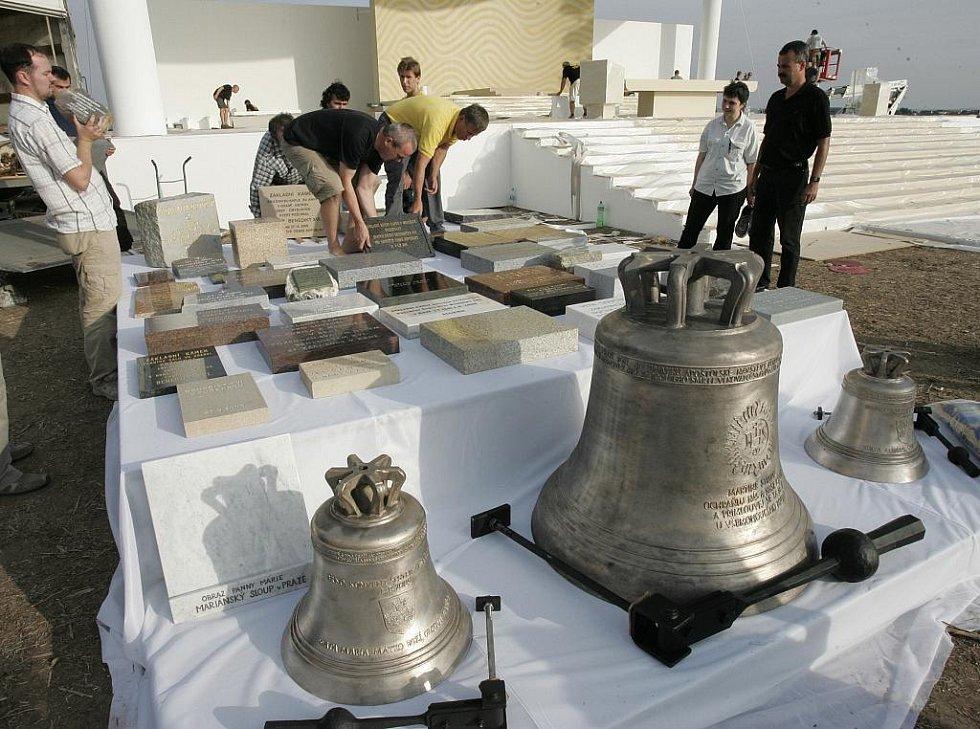 Základní kámen pro nový merboltický kostel  čeká v Brně na požehnání papeže Benedikta XVI.  Kámen je vyroben z kamene, který pochází z původního kostela sv. Kateřiny.