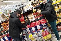 Basketbalisté podpořili potravinovou sbírku.