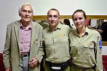 Ve Zlíně se Ladislav Bezděk a Kateřina Dvořáková při své cestě kolem světa setkali s legendárním cestovatelem Miroslavem Zikmundem.