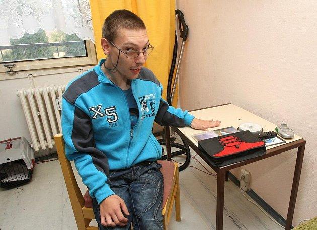 Jiřímu Krupičkovi vybrali zatím neznámí zloději během epileptického záchvatu byt.