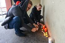V Rumburku lidé uctili oběti teroristického útoku ve Francii.