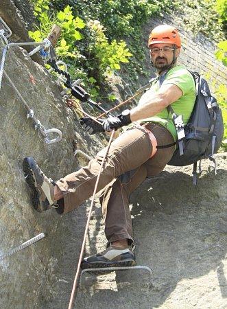 VIA FERRATA neboli Železná stezka vznikla vDěčíně na skále pod Pastýřskou stěnou.