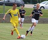 PORÁŽKA. Fotbalisté Varnsdorfu (ve žlutém) prohráli s týmem Budissa Bautzen 0:2.