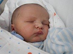 Aleně Jehličkové z Děčína se 27. srpna v 7.49 v děčínské porodnici narodil syn Lukášek Jehlička. Měřil 54 cm a vážil 4,3 kg.