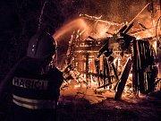 Při požáru v Krásné Lípě uhořel jeden člověk, druhý následně zemřel v nemocnici.