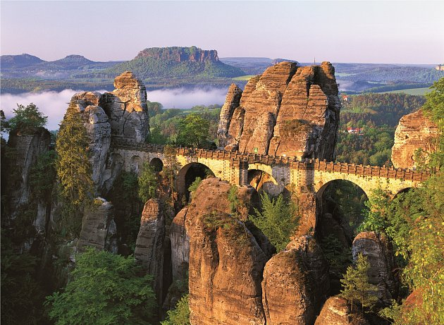 Skalní most Bastei v Saském Švýcarsku.