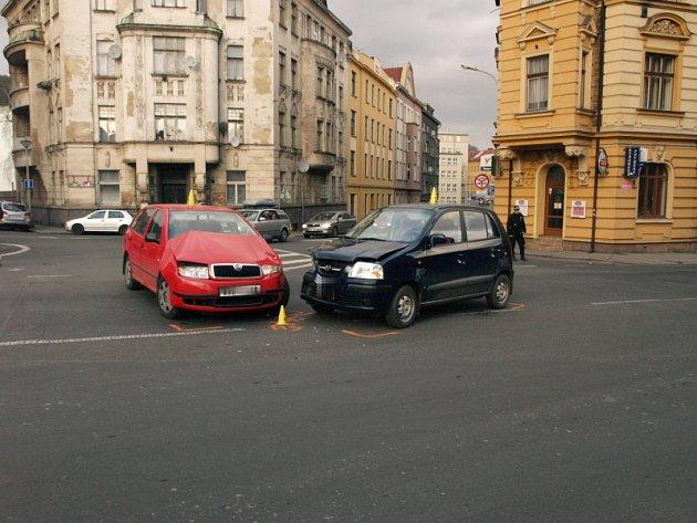 Úsek od Černého Kladna po Podmokelské ulici patří nezi nehodová místa v Děčíně