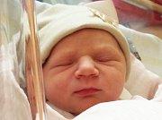 Martínek Červený se narodil Žanetě Dudové a Martinu Červenému z Dolní Poustevny 11. května ve 13.20 v rumburské porodnici. Měřil 49 cm a vážil 3,15 kg.