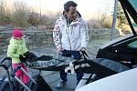 PUSU, TÁTO! S Tomášem Krausem se v pondělí loučily před odletem do Soči i děti.