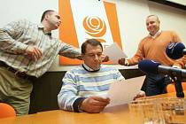 Jaroslav Foldyna opět vyšachován ze hry.V Teplicích se konal tisková konference s Jiřím Paroubkem a následně krajská výkonná rada,  na kterou nebyl pozván Jaroslav Foldyna.Opět se s největší pravděpodobností rýsuje koalice ČSSD a ODS.