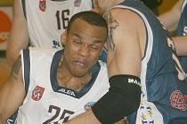 Děčínští basketbalisté podali skvělý výkon a Prostějovu nedali šanci.