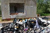 Bývalou zemědělskou usedlost lidé ze Šluknovského výběžku proměnili ve smetiště a hnojiště