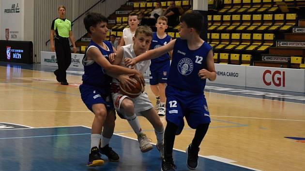 Mladý basketbal - ilustrační foto.