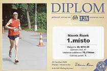 Řízek obdržel ve Stromovce originální diplom.