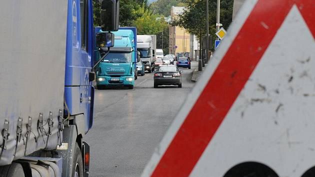 Doprava v Děčíně je jen pro silné povahy