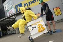 Kachnička radí: Nekupujte výrobky balené v PVC
