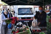 V Děčíně začali zemědělci prodávat na obnovených trzích.