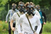 Vojáci z liberecké chemické jednotky v Děčíně předváděli studentům svůj techniku.