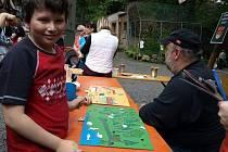 Více než osm stovek návštěvníků přišlo v sobotu slavit do děčínské zoo. A že slavit bylo co! První oslavou byl blížící se svátek všech dětí, druhou pak narozeniny národních parků České a Saské Švýcarsko.