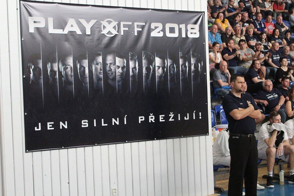 PÁTÉ ČTVRTFINÁLE. Děčín hostil Svitavy.