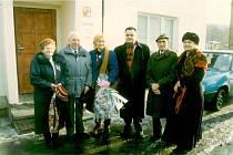 Před ObÚ Srbská Kamenice v r. 1997 (25 let)