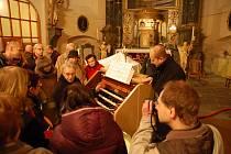 Českokamenickým kostelem svaté Máří Magdalény opět znějí varhany.