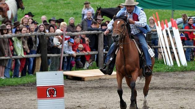 Sobotní rodeo v Královstí nepokazil ani déšť